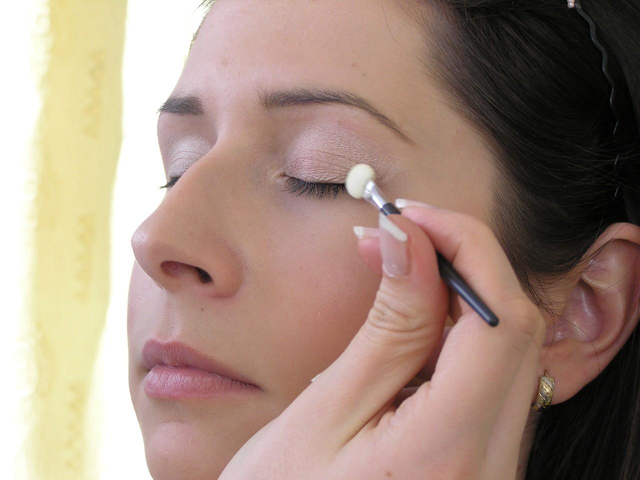 Zadbaj o skórę wokół oczu